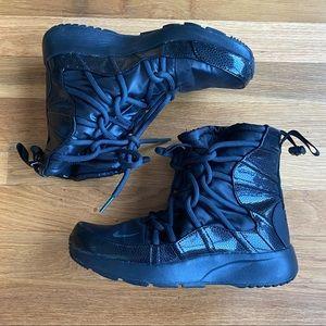 NIKE Tanjun High Rise boots